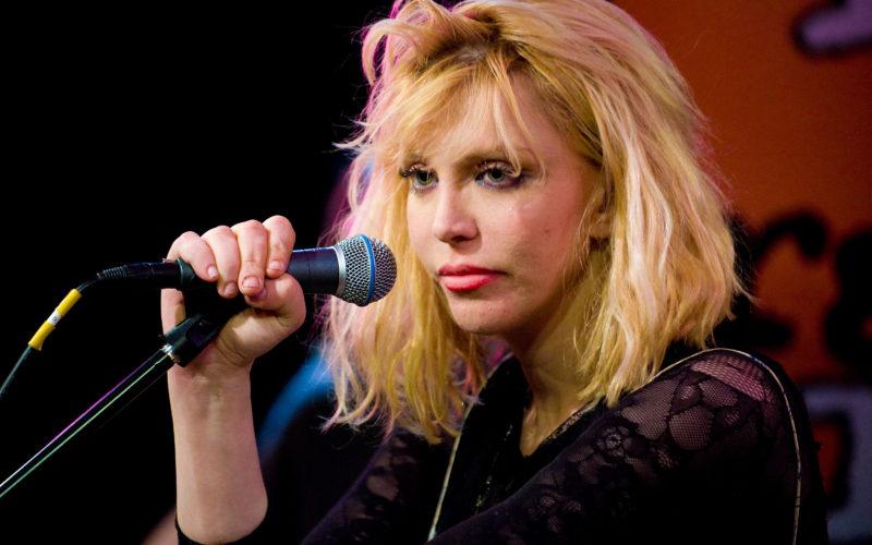 Courtney Love pone un anuncio buscando bajista en Craiglist y solo recibe una respuesta