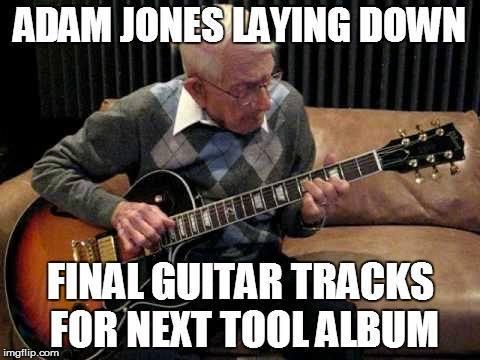 Adam Jones grabando las últimas pistas de guitarra para el próximo disco de Tool