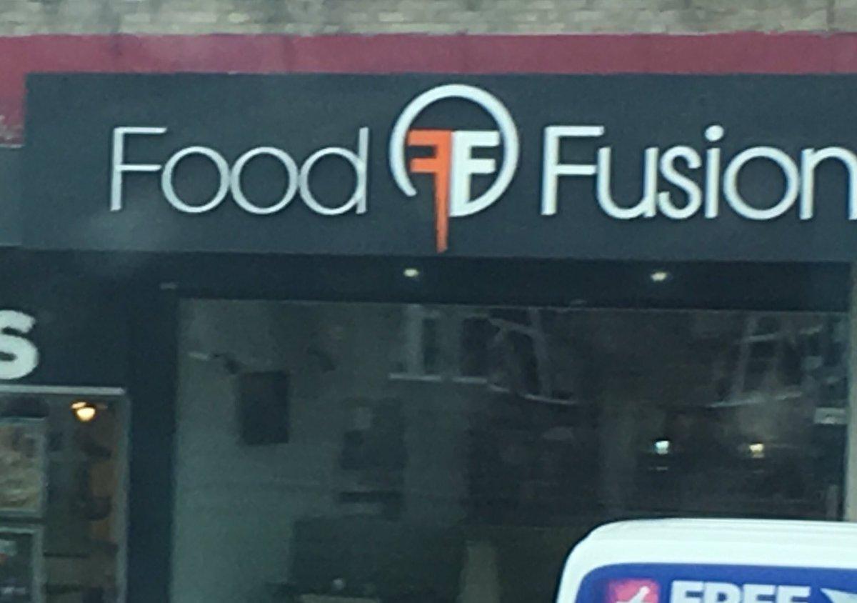 Un restaurante copia el logo de Fear Factory