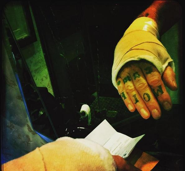 Josh Homme se recupera de una rotura de mano